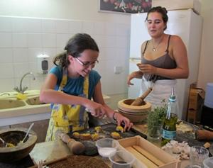Patrimoine, environnement, danse, langue, boutis, littérature et même cuisine...On fait de tout dans les stages occitans d'été (photo MN)