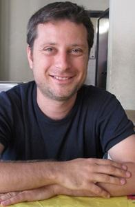 Matthieu Poitevin enseigne à plus de cent-cinquante lycéens et collégiens à Orange. Une situation exceptionnelle qu'un système local favorise, fait de partenariats, de solidarités et de projets d'échanges (photo MN)