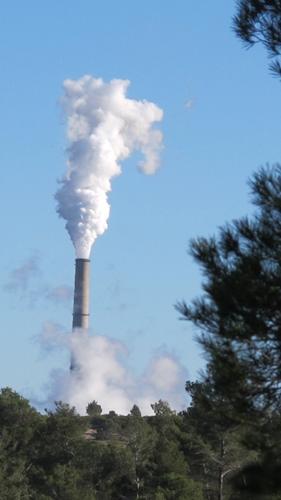En passant du charbon au bois, la centrale thermique E.ON bouleverse les conditions du marché du bois en Provence et au delà (photo MN)