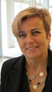 """Adjointe au maire de Mouans, Marie-Louise Gourdon inaugure la 27è édition d'un festival qui """"phosphore"""", débat du monde et de son avenir...y compris en occitan (photo MN)"""