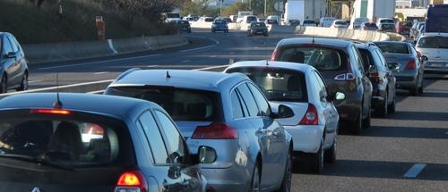 La pollution automobile est d'abord due à un aménagement du territoire qui a favorisé l'étalement urbain (photo MN)