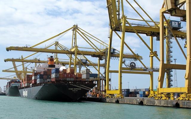 Communs aux villes méditerranéennes, leurs ports, qui polluent les villes (photo MN)