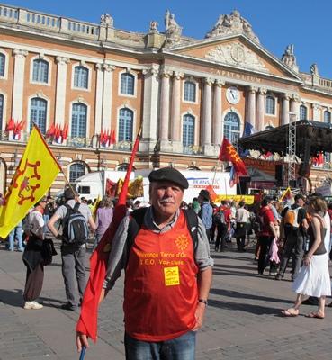 Mars 2011 place du Capitole à Toulouse...l'occitan depuis, a gagné du galon transfrontalier... (photo MN)
