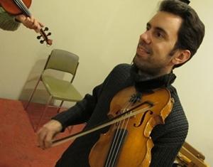 """Christian Fromentin à L'Ostau dau Pais Marselhés, """"faire découvrir les musiques occitanes e permettre de se les approprier"""" (photo MN)"""