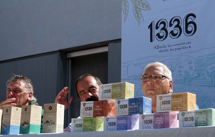 Olivier Leberquier et Gérard Cazorla, les animateurs les plus exposés de la grève sont aussi les plus impliqués dans la Scop, ils recevaient Philippe Martin, le secrétaire général de la CGT (au millieu) pour présenter la nouvelle gamme de produits (photo MN)