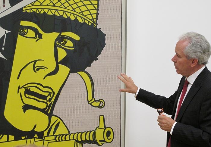 Et le conservateur du Granet, Bruno Ely, commentant une toile de Roy Lichtenstein. L'art qui plaît ? (photo MN)