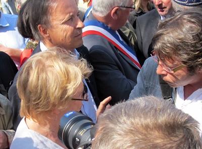 En mars 2012, lors de la manifestation toulousaine d'Anem Òc, le président socialiste du Sénat, Jean-Pierre Bell (ici à côté d'Eva Joly) se prononce pour la Charte Européenne. La gauche disposera trois mois plus tard de la majorité dans les deux assemblées, mais ne lancera pas le processus pourtant promis par François Hollande durant la campagne présidentielle (photo MN)