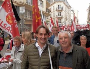 Dans d'autres régions on manifestait ce 24 octobre, ainsi à Strasbourg, où notre chroniqueur Andrieu Abbe avait choisi de marcher, avec Pèire Costa, anciennement chargé de mission du député européen ALE François Alfonsi (photo XDR)