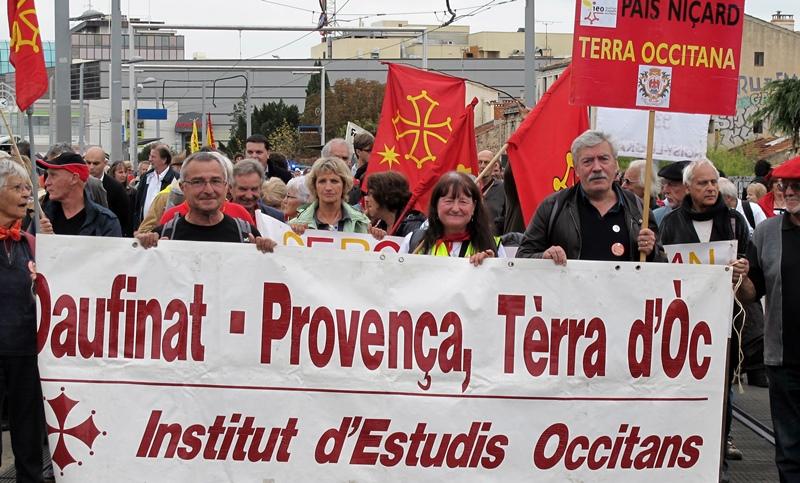 Peu distingués parmi les quinze mille manifestants de Montpellier, les Provençaux sont néanmoins là, venus de Nice, Gap ou d'ailleurs (photo MN)