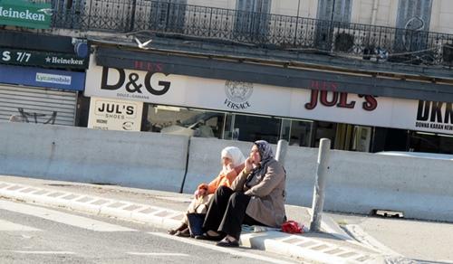 Port du voile ou de la kippa, assez communs à Marseille, vont-ils désigner des cibles, après les massacres de Paris ? (Photo MN)