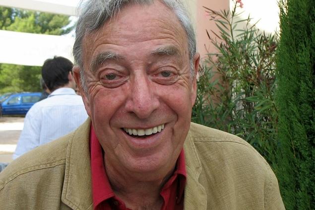 Guy Martin à Ventabren en 2007, alors qu'on décerne le Grand Prix Littéraire de Provence à Robèrt Laffont (photo MN)