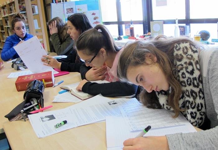 Au CDI du collège S de Beauvoir, il est l'heure de rédiger (photo MN)
