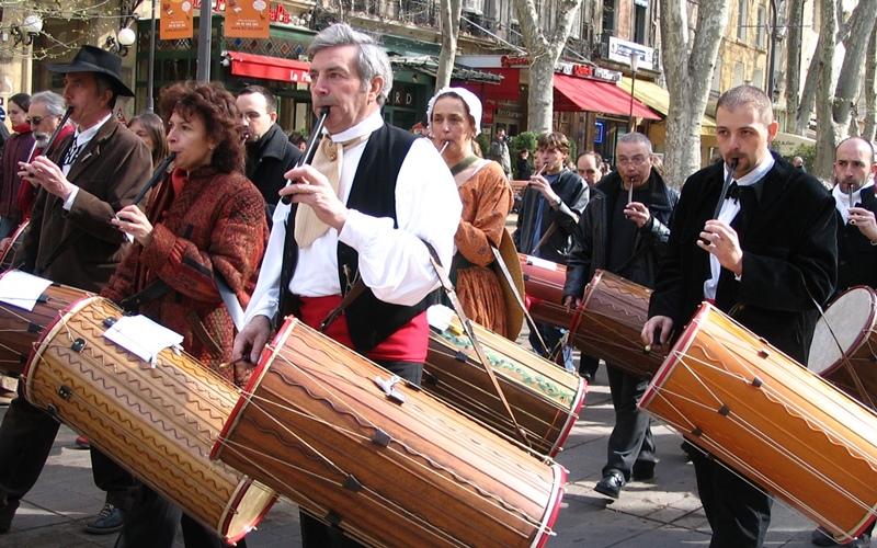 Concentration de tambourinaires à Aix, pour le Festamb 2006 (photo MN)