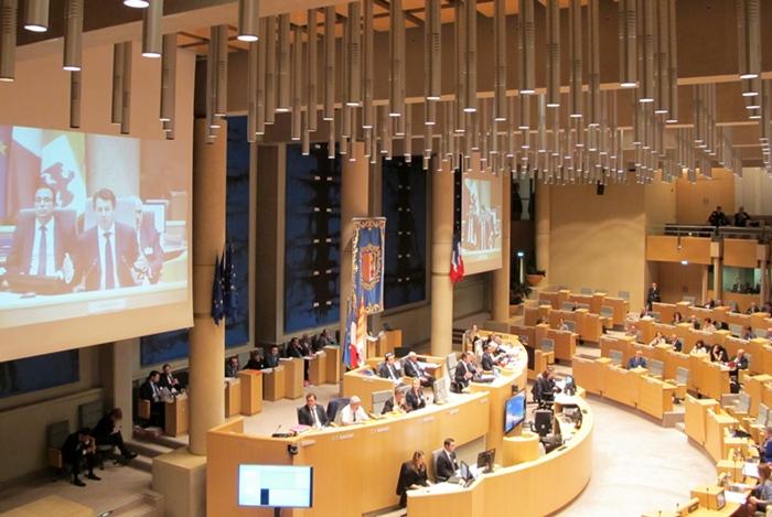 Selon la délibération adoptée le 24 juin par les conseillers régionaux provençaux, le bilinguisme français-langues régionales serait un avantage économique aussi (photo MN)