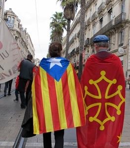 Montpellier 24 octobre 2015. Manifestants catalan et occitan au coude à coude. Une telle image sera-t-elle encore envisageable alors que la Région Occitanie efface toute référence à sa minorité catalane ? (photo MN)